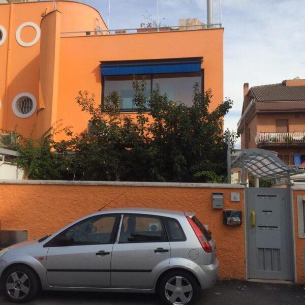 Roma - Casilina Torre Maura indipendente con giardino 2 LOCALI