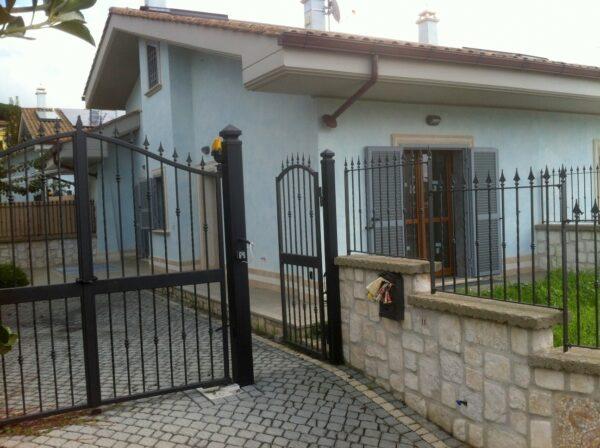 ALBANO LAZIALE - ADIACENTE CENTRO NUOVA COSTRUZIONE VILLINO con giardino 6 LOCALI