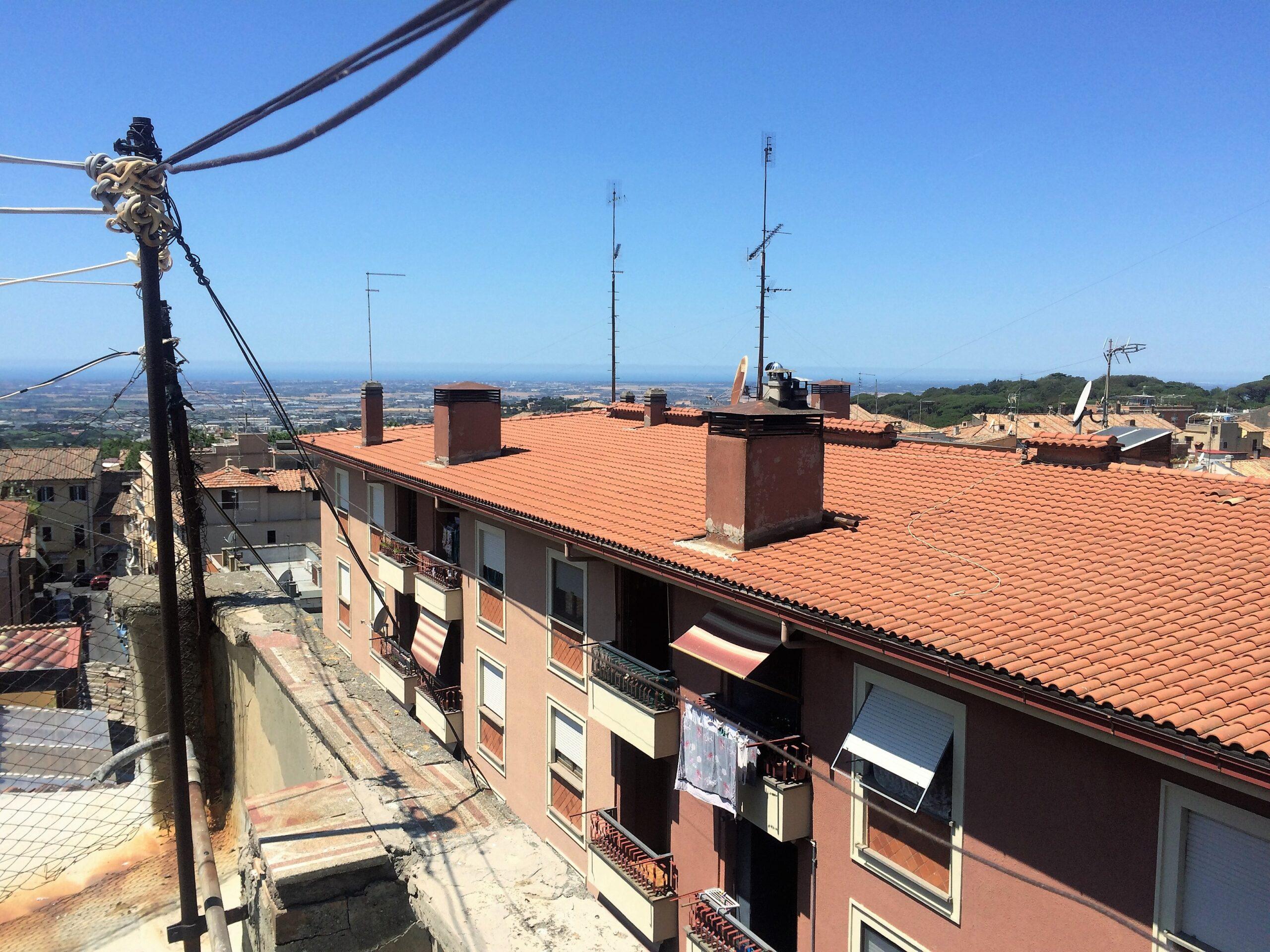 ALBANO LAZIALE – CENTRO STORICO da ristrutturare attico in palazzo d'epoca terrazzatissimo 4 LOCALI. – Immobiliare Futura